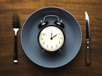16 Saat Aç Kalınan Diyet Nedir? Aralıklı Oruç Diyeti ile Zayıflayanlar ve Faydaları
