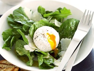 Evde Poşe Yumurta Nasıl Yapılır? Sirkesiz Olur mu? Kaç Kalori?