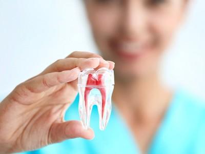 Kırılan Dişin Kökü Kalırsa Ne Olur? Nasıl Çekilir?