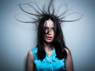Saç Elektriklenmesi Nasıl Geçer? Neden Olur?