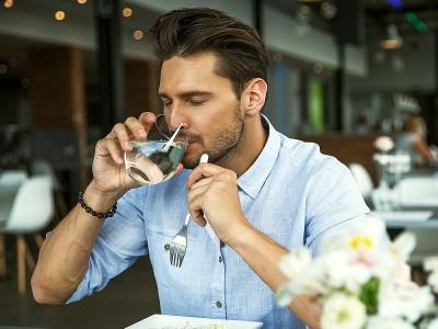 Yemekte Su İçmek Sağlıklı mı? Kilo Aldırır mı?